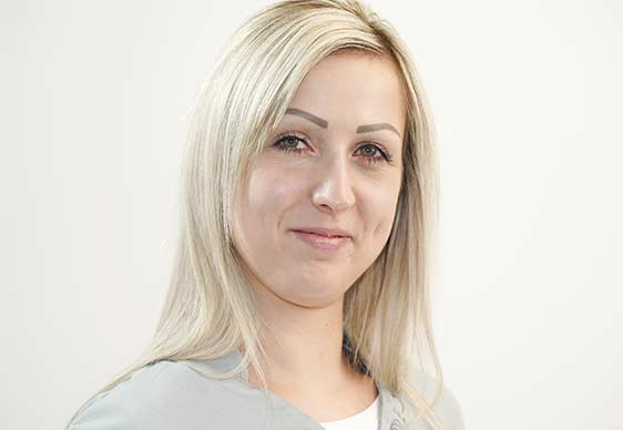 Portraitaufnahme Frau Zolleis – Assistenz bei Kreis und Kreise Zahnärzte Bamberg
