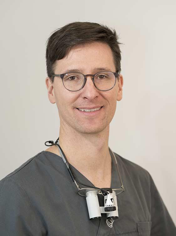 Portraitaufnahme Zahnarzt Dr. Stefan Kreis – Bamberg