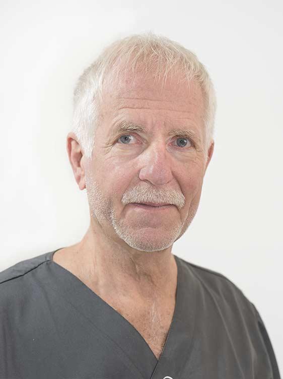 Portraitaufnahme Zahnarzt Dr. Bollerhoff – Behandler und Implantologe bei Kreis und Kreise Zahnärzte Bamberg